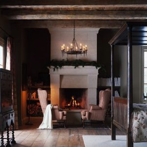 Cozy rooms with a touch of christmas garland